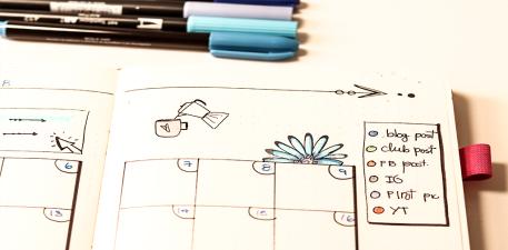Código de color para cada red social en social media planning de bullet journal.png